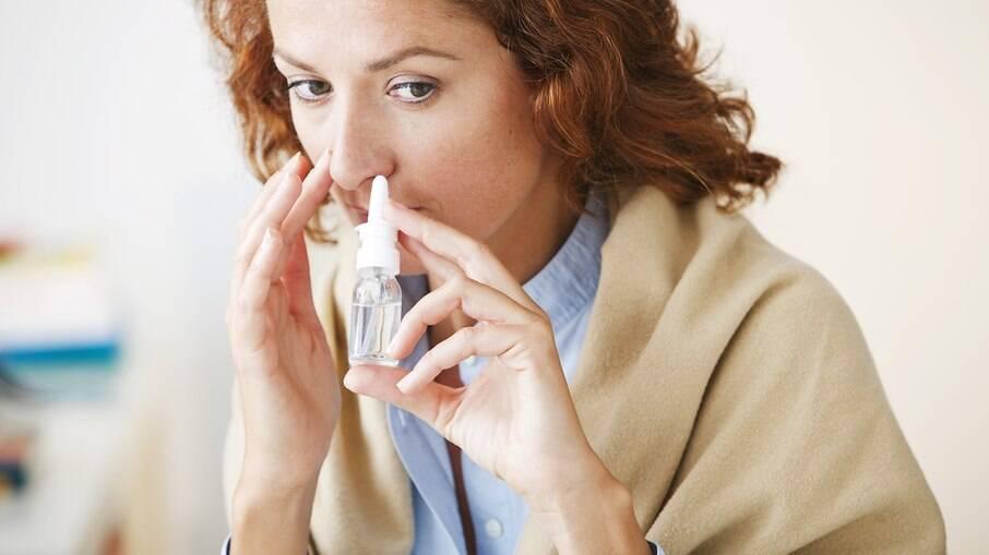Spray da AstraZeneca previne contágio melhor do que injeção em animais