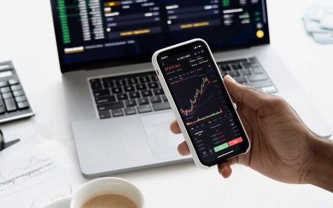 Ações ou fundos de ações? Decubra em qual desses ativos investir