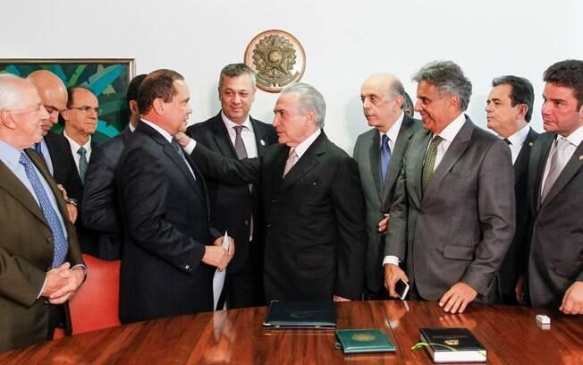 Michel Temer recebeu notificação do Senado pelas mãos do deputado Beto mansur e do senador Vicentinho Alves