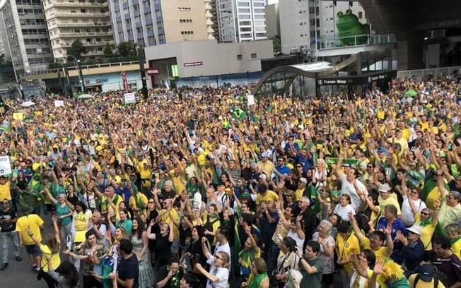 Manifestantes estão concentrados em frente a FIESP