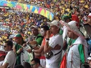 Africanos não se preocuparam com a proibição da Fifa e levaram tambores e buzinas para dentro do Mineirão