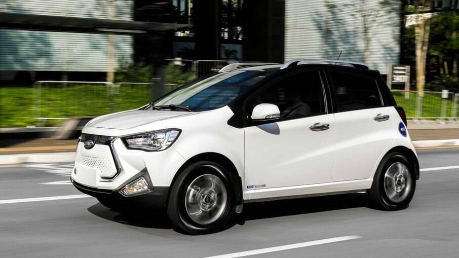 O JAC iEV20 é  carro 100% elétrico mais em conta à venda no Brasil hoje em dia, por R$ 154.900