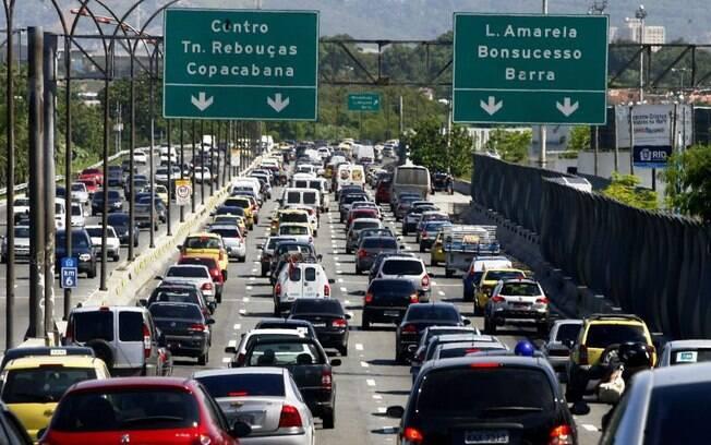 Rio de Janeiro lidera o ranking de engarrafamento. Em média, leva-se 43% mais tempo de viagem por causa de seu trânsito caótico.