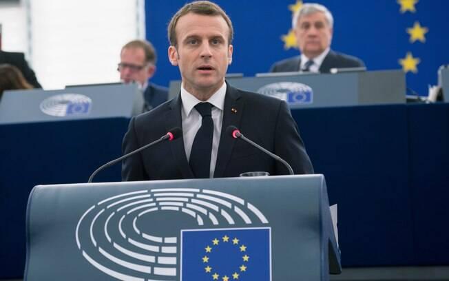 Coletes amarelos querem que Emmanuel Macron renuncie da presidência da França