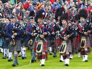 O kilt, a gaita de foles e o tartan são símbolos da Escócia