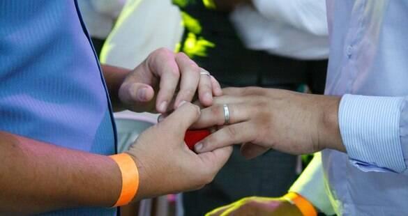 Colômbia aprova casamentos homoafetivos no país
