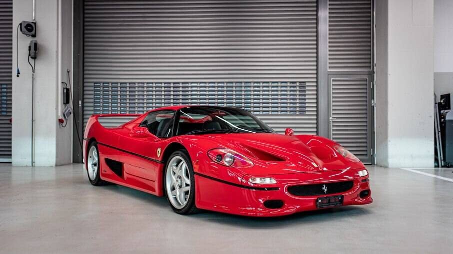 Ferrari F50: supercarro com motor V12 de Fórmula 1, de 513 cv, pode acelerar de 0 a 100 km/h em 3,9 segundos