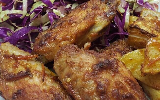 Muito deliciosa, o meio de asa com patê de pimenta biquinho fica muito gostoso quando feito na churrasqueira.