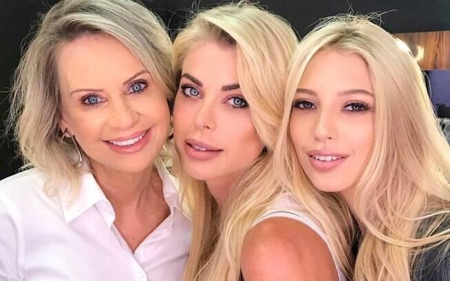 Ao lado da mãe e da filha, Caroline Bittencourt estrelou campanha de Dia das Mães