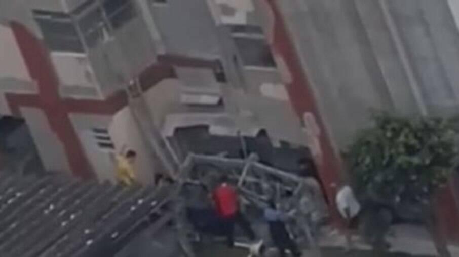 O homem que estava usando a plataforma saiu ferido