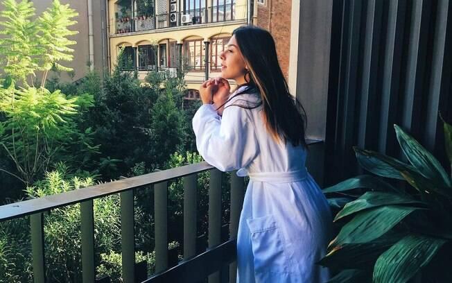 A atriz Giovanna Lancellotti costuma sempre postar fotos mostrando seu belo corpo em suas redes sociais