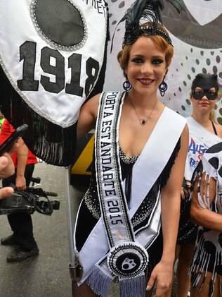 Estrela de 'Império', Leandra Leal foi uma das madrinhas do Cordão do Bola Preta