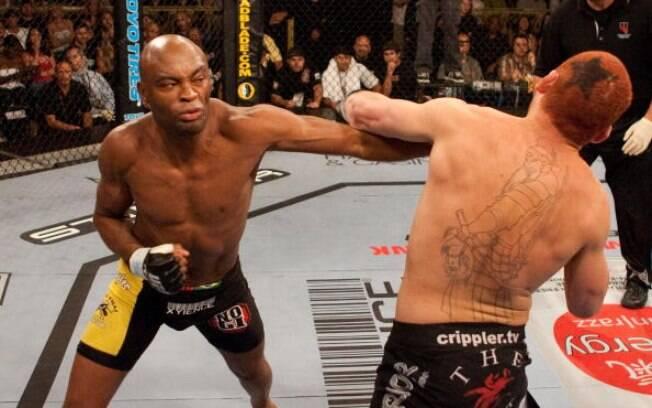 Anderson Silva venceu sua estreia no UFC em  menos de um round