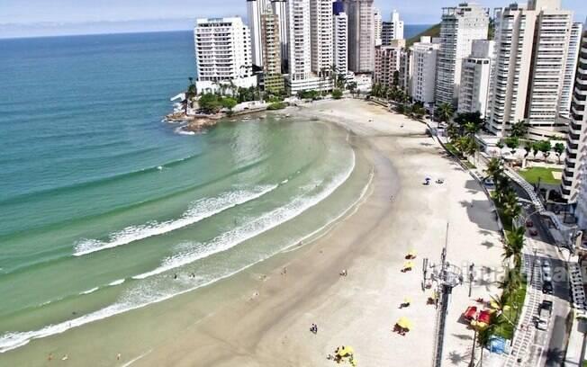 Guarujá é um dos destinos litorâneos mais populares entre os paulistas devido as belas praias e a agitada vida noturna