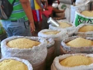 Farinhada. Diversos tipos do derivado da mandioca, que passa por processos