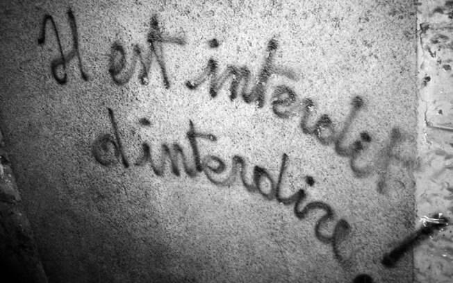 Grafite com os dizeres