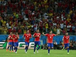 Meia chileno espera que história seja diferente, caso cruze com o Brasil nas oitavas de final