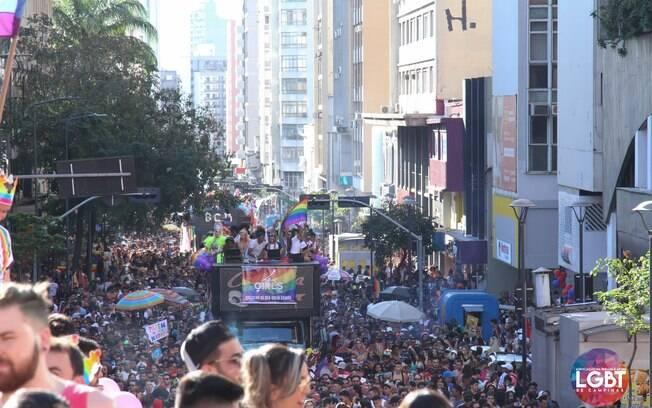Parada LGBT levou cerca de 110 mil pessoas às ruas de Campinas em 2019.