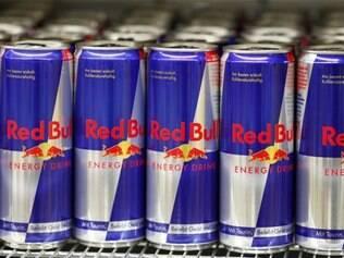 Energético promete mais energia a quem consome a bebida.