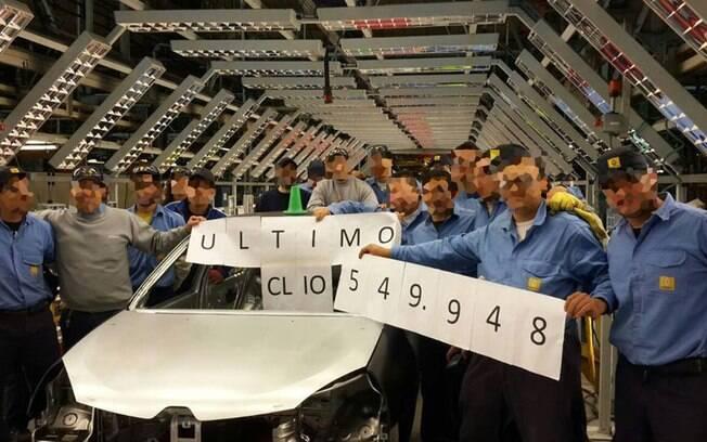 O Renault Clio teve um adeus não oficial feito pelos funcionários da linha do compacto na Argentina. Em seu lugar, teremos o compacto aventureiro Kwid.