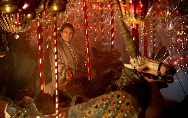 Ian McShane em cena do segundo ano de American Gods