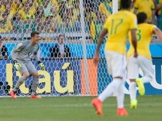 O nome do jogo: no Mineirão, goleiro deixou para trás impressão ruim e garantiu Brasil nas quartas