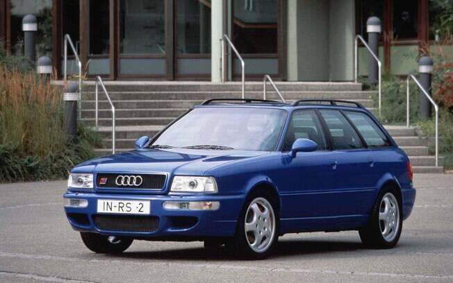 A lista de carros dos sonhos não poderia ficar sem um modelo da Audi com coração de Porsche. Eis a RS2 Avant