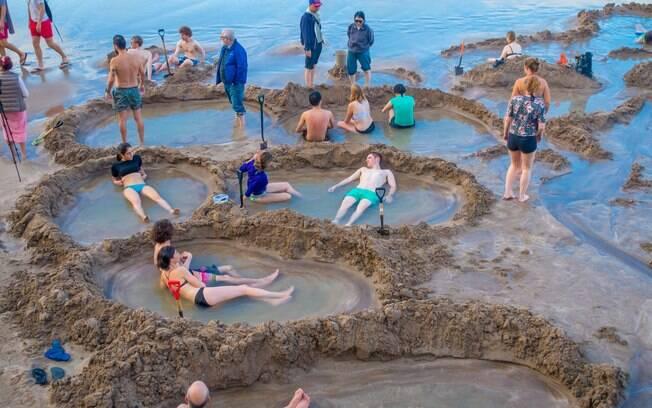 Na praia de Hot Water, você pode fazer a sua própria jacuzzi na areia