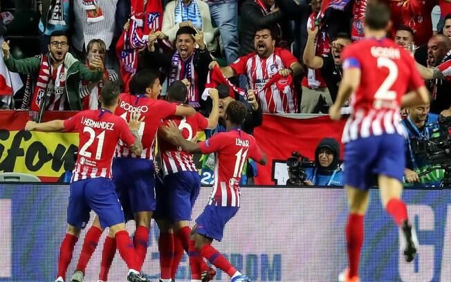 Jogadores comemoram gol do Atlético de Madri na final