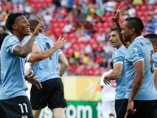 Uruguai goleou o Taiti por 8 a 0, na Arena Pernambuco, no Recife, com quatro gols de Hernández