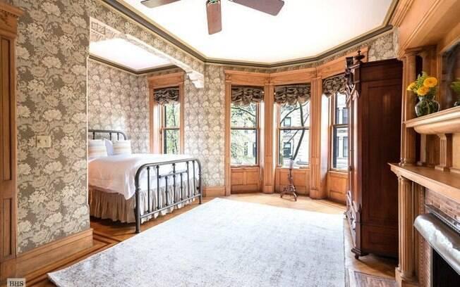 Hoje, a propriedade possui cinco quartos, três banheiros, uma cozinha gourmet, vários cômodos com lareira e um porão