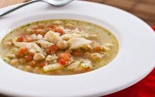 Sopa de bacalhau e grão-de-bico