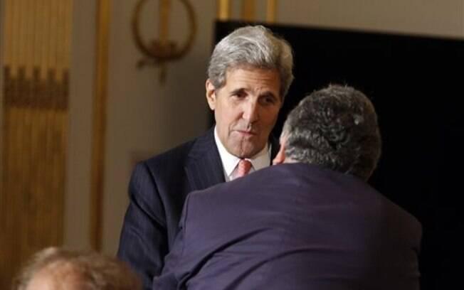 Sobre as sanções à Rússia pela crise ucraniana, John Kerry disse que elas devem ser mantidas