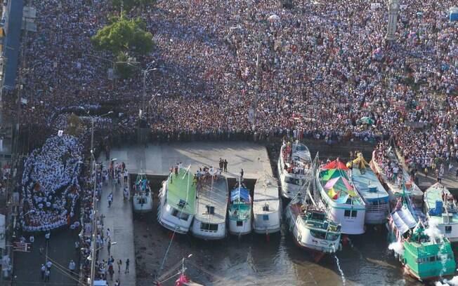 Círio de Nazaré reúne 2 milhões de pessoas em procissão todos os anos. População da cidade, normalmente, não passa de 1,5 milhão