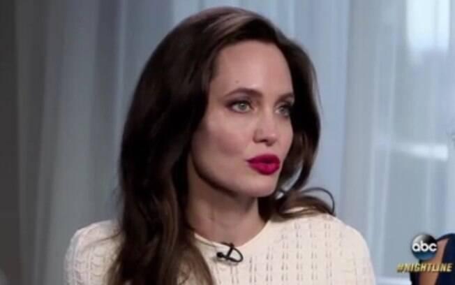 Em 2015, Angelina Jolie optou pela cirurgia de retirada das mamas para prevenir os riscos de câncer de mama