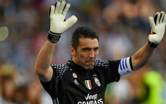 Buffon atuando pela Juventus