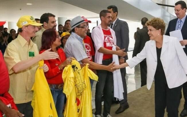 Dilma se encontra com militantes sem-teto na entrega do Minha Casa Minha Vida 3, nesta quarta