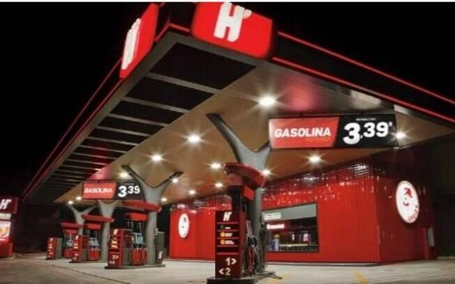 Varejista se movimentam. O Habib's entrou para o segmento de serviços ao criar um espaço de conveniência com posto de gasolina, loja e restaurante
