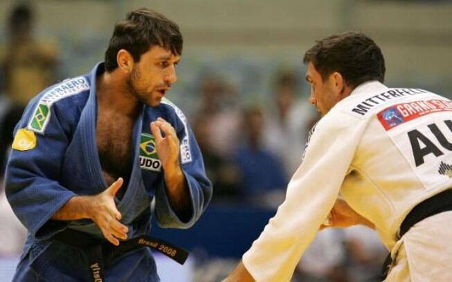 João Derly - judoca ficou seis meses suspenso  por usar um diurético, para acelerar a   perda de  peso, em 2002