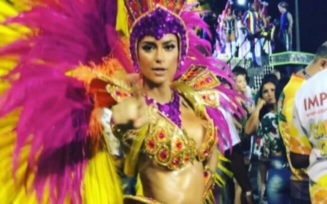 Thaila Ayala desfilou como destaque na Grande Rio