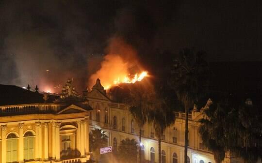 Incêndio destrói parte do Mercado Público de Porto Alegre sem deixar vítimas - Rio Grande do Sul - iG