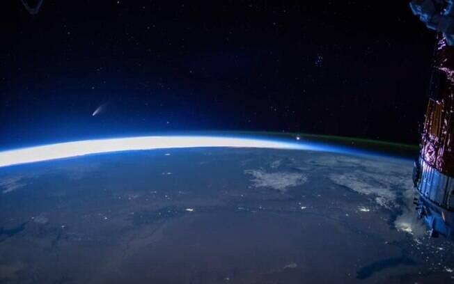 Cometa Neowise visto da Estação Espacial Internacional