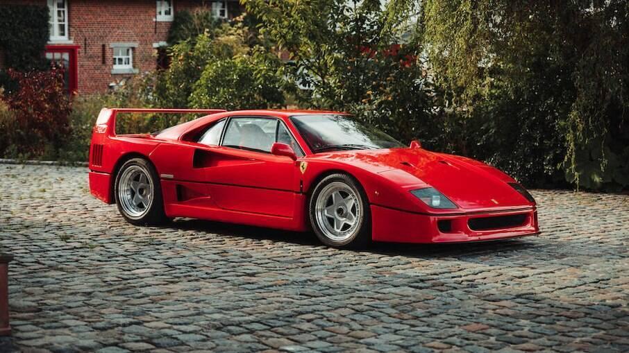 Ferrari F40 tem apenas 1790 km no hodômetro. E motor V8, biturbo, de 478 cv para atingir 324 km/h, diz a fabricante