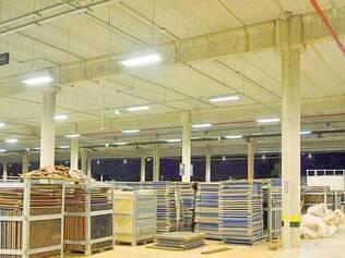 Início. Primeiras estruturas temporárias para a Copa já começaram a ser montadas no estacionamento do Mineirão