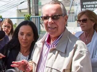 PR - OPERAÇÃO/LAVA JATO - GERAL - Adarico Negromonte Filho se entrega na Polícia Federal de Curitiba, PR, na manhã desta segunda-feira (24). Adarico é o último foragido da Operação Lava Jato, suspeito de ligação com o doleiro Alberto Youssef. 24/11/2014 - Foto: VAGNER ROSARIO/FUTURA PRESS/FUTURA PRESS/ESTADÃO CONTEÚDO