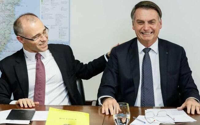 Ministro da Justiça André Mendonça com presidente Jair Bolsonaro