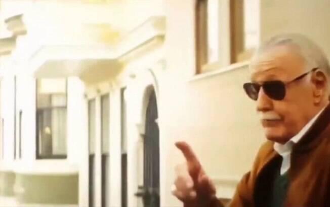 Stan Lee em participação especial durante o filme