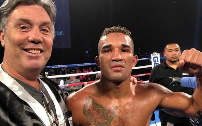 Sergio Batarelli e Esquiva Falcão durante luta de boxe
