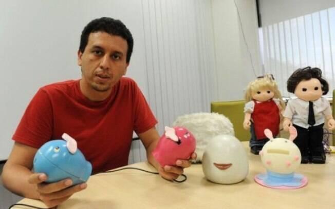 Criador do dispositivo, Hooman Samani diz que os lábios artificiais garantem