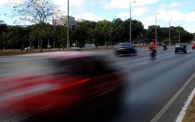 Até o carro mais rápido do mundo, o Bugatti Chiron, não ultrapassa 500 km/h.